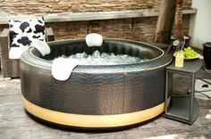 Are you looking for some affordable and reliable inflatable hot tub? See some recommended inflatable hot tubs here which can be your best inspiration! Bubble Spa, Tubs For Sale, Jacuzzi, Backyard, Patio, Bathtub, Luxury, Outdoor Decor, Hot Tubs