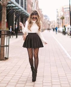 Do you also want to wear miniskirts and look chic? We share tips from fashionistas on how to wear miniskirts the grow-up way and not look trashy! Cute Skirt Outfits, Cute Fall Outfits, Girly Outfits, Sexy Outfits, Chic Outfits, Pretty Outfits, Bar Outfits, Autumn Outfits, Modern Style Outfits