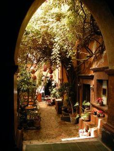 Another gorgeous Mexican patio: San Miguel de Allende #Mexico