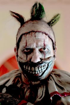 Twisty/ A smile only a mother could luv #AHSfreakshow