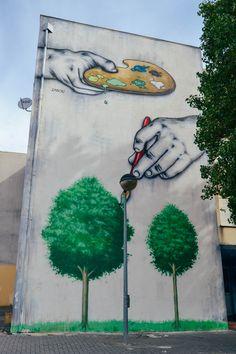 Zabou - Street art - Pignons sur rue (II) - News Street Art Banksy, Murals Street Art, Urban Street Art, Urban Art, Mandala Design, Street Art London, Urbane Kunst, Art Manga, Sidewalk Art