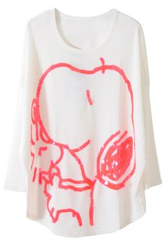 Carved with a pretty and cute snoopy,decorating with a round neck and medium designed white T-shirt,with long dolman sleeve.