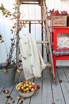 VIBEKE DESIGN: Old treasures - ladder decorated for autumn