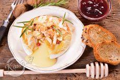 Camembert z miodem i orzechami