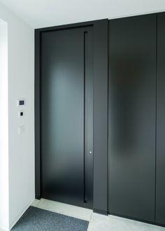 Volledig zwarte binnendeur met een onzichtbare omlijsting.