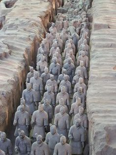 The discovery of the Terracotta Warriors, a vast army of more than clay soldiers in China, was a major find for anthropologists and art historians worldwide. Each sculpture is different, . Newspaper Painting, Old Newspaper, School Projects, Art Projects, School Ideas, Terracotta Army, Exercise For Kids, Chinese Culture, Grey Paint