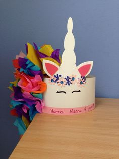 Unicorn birthday hat Unicorn birthday hat Make garland from paper: ice creams with disco dip! Crazy Hat Day, Crazy Hats, Mad Tea Parties, Summer Diy, Summer Crafts, Homecoming Spirit Week, Mad Hatter Costumes, Animal Crafts For Kids, Camping Crafts