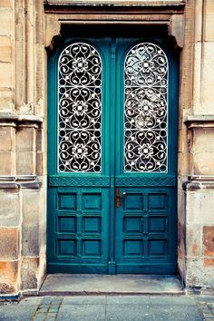 Front Door Paint Colors - Want a quick makeover? Paint your front door a different color. Here a pretty front door color ideas to improve your home's curb appeal and add more style! Cool Doors, The Doors, Windows And Doors, Front Door Paint Colors, Painted Front Doors, Blue Front Doors, Door Entryway, Entry Doors, Entryway Ideas
