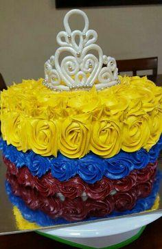 Para una Reina de la hermana República de Colombia. Decoración corona en fondant y tricolor buttercream (Crown)