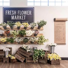Take a Tour of Chip and Joanna Gaines's Shiplap-Filled Farmhouse - Does Joanna Gaines Use Fake Flowers and Plants – Joanna Gaines Flower Arrangements - Flower Truck, Flower Bar, Flower Pots, Flower Shop Decor, Flower Shop Design, Flower Shop Displays, Garden Shop, Garden Cafe, Chip Und Joanna Gaines