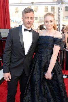 Pin for Later: Die Stars von Game of Thrones übernehmen den roten Teppich bei den SAG Awards Tom Wlaschiha und Sophie Turner