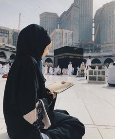 Learn Quran Academy provide the Quran learning services at home. Our mission to teach Quran with proper Tajweed and Tafseer to worldwide Muslim community. Mecca Islam, Mecca Kaaba, Mecca Mosque, Beautiful Hijab Girl, Beautiful Muslim Women, Muslim Pictures, Islamic Pictures, Hijabi Girl, Girl Hijab