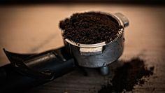 Po vypití kávy vyhodíte usadeninu do koša? Po prečítaní tohto článku to už nikdy viac neurobíte!