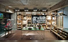 In his design of the interior for the new PapabubbleCandy Shop in Shibuya, Tokyo, japanese architect Yusuke Seki sought to create a dynamic retail and exhibition space that would mirror the consta…