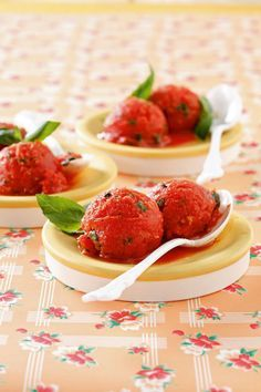 Sorbet tomate-basilic à l'huile d'olive Sorbet Ice Cream, Fruit Sorbet, Vegan Ice Cream, Food Plating Techniques, Tapas Menu, New Recipes, Favorite Recipes, Parfait, Cas