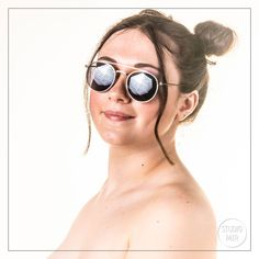 Nous avons accueilli une pétillante modèle qui souhaitait réaliser un shooting Modèle fun à l'ambiance Los Angeles ! Shooting Photo Boudoir, Round Sunglasses, Sunglasses Women, Portraits, 20 Min, Glamour, Studio, Fun, Models
