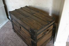 Doubletake Decor: Antique trunk aged to perfection! Trunk Redo, Aged To Perfection, First Apartment, Hope Chest, Things To Think About, Trunks, Sweet Home, Antiques, Vintage