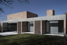 Gallery of GPL House / Estudio BLT - 8