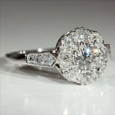 Art Deco cluster ring its vintage and beauty design  Slvh ❤