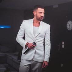 Σαββατόβραδο απόψε ... στο 𝐅𝐀𝐍𝐓𝐀𝐒𝐈𝐀!#live #Argiros #Liwma #New #Song #Tonight Singers, Greek, Suit Jacket, Breast, Handsome, Blazer, Suits, Jackets, Instagram