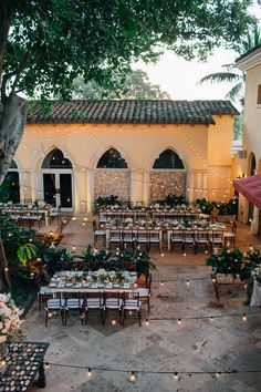 #lighting, #outdoor-dinner-party  Photography: Kallima Photography - kallimaphotography.com  Read More: http://www.stylemepretty.com/2014/10/21/glamorous-boca-raton-courtyard-wedding/