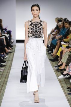 Dennis Basso Spring 2019 Ready-to-Wear collection, runway looks, beauty, models, and reviews.