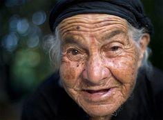 Elderly woman  - elf ?     Google Image Result for http://c4.oliveoiltim.es/wp-content/uploads/2011/12/Elderly-Lady.jpg
