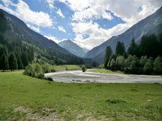 Bend in the river in the Stubai Valley near Neustift, Tyrol, Austria