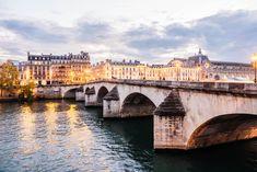 ¡ Disfruta Paris ! Si vas a viajar a París, tienes que hacer al menos uno de estos paseos. Una de las mejores formas de conocer y disfrutar París es paseando por la ciudad. Descubre aquí cuáles son los mejores paseos a pie.