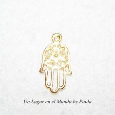 Mano de Fatima dorada.