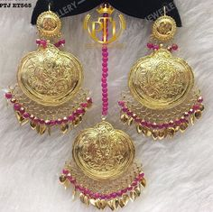 Pinterest: @pawank90 Gold Jewelry Simple, Stylish Jewelry, Simple Necklace, Fashion Jewelry, India Jewelry, Ethnic Jewelry, Bollywood Jewelry, Indian Wedding Jewelry, Wedding Wear