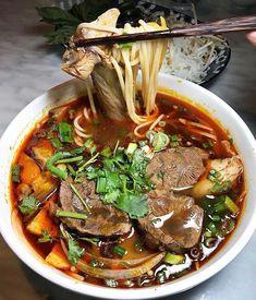 Easy Vietnamese Recipes, Vietnamese Soup, Vietnamese Cuisine, Asian Recipes, Ethnic Recipes, Korma, Biryani, Vegan Noodle Soup, Asian Noodle Soups