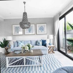 What to Expect From Hamptons Style Living Room Color Schemes Colour Palettes? Hamptons Living Room, Coastal Living Rooms, Chic Living Room, Home Living Room, Living Room Decor, Hamptons House, Living Room Color Schemes, Living Room Colors, Interior Design Living Room