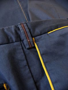 Resultado de imagem para piping in chino pocket Star Clothing, Clothing Hacks, Clothing Co, Mens Chino Pants, Men Trousers, Fashion Pants, Mens Fashion, Mens Trends, Fashion Details