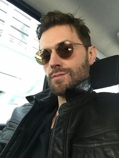 New tweet, new selfie OMFG!!! Look at this gorgeous man Too much perfection in one pic Leather jacket, beard, hair... . . . . #armitagearmy #richardarmitage #liferuiner #perfect #bearditage
