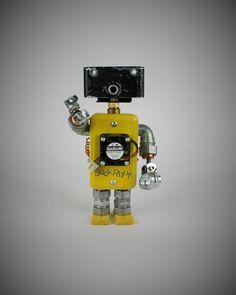 FourBot View#1    #seekrbots #retroscifiart #vintage #vintageart #build #junkbots #antique #robotbuilder #intheworkshop #buildabot #scrapart #metalart #steampunk #steampunkart #robot #scifi #robotsculpture #assemblage #fobot #bot #mini