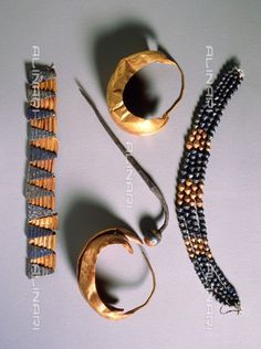 Sumerian jewellery from one of the famous 'Death Pits' in the Royal Cemetery of Ur, Iraq, c.2500 BC, gold and lapis lazuli, Sumerian, The Ashmolean Museum of Art and Archaeology, University of Oxford, Oxford, Bridgeman Images/Alinari Archives