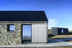Grealin - Rural Design Architects - Isle of Skye and the Highlands and Islands of Scotland Wood Cladding Exterior, Larch Cladding, Architecture Details, Modern Architecture, 21st Century Homes, Modern Barn, Modern Cabins, Modern Farmhouse, Rural House