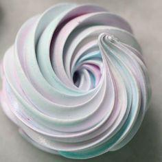 Cotton Candy Meringues #meringues #cottoncandy #swirl