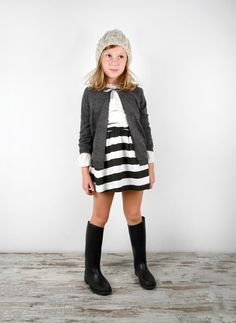 Chaqueta gris con cinta, Blusa con volantito, Falda rayas | El Lagarto Esta Llorando http://www.ellagartoestallorando.com/tienda/look/oi2014/12-1