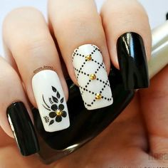 What do you think when you think of winter nail colors? Do you wear a dark color, vampire or maybe not completely? The fact that the season changes does not mean that you have to use the same matte enamel colors. Beautiful Nail Designs, Beautiful Nail Art, Gorgeous Nails, Cute Nails, Pretty Nails, Sensational Nails, Crystal Nails, Best Acrylic Nails, Powder Nails