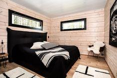 Transitional decor black Log homes, rustic Log homes, montana Log. Log Homes For Sale, Small Log Homes, Black Window Frames, Log Wall, Log Home Designs, House Front Door, Modern Cottage, Shed Homes, White Ceiling