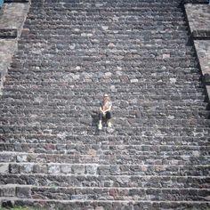 Um ponto colorido na escadaria da pirâmide! by raquelccordeiro