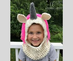 Crochet Hoods free unicorn hooded cowl scarf crochet pattern - This free crochet pattern is not only adorable, it is also functional! Keep warm in style while wearing this unicorn hooded scarf/unicorn hooded cowl. Crochet Hooded Cowl, Hooded Scarf Pattern, Crochet Cowl Free Pattern, Crochet Gratis, Free Crochet, Crochet Baby, Crochet Patterns, Irish Crochet, Crochet Ideas