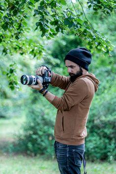 Photographe professionnel bonnet noir Strasbourg, Formation Photo, Wood Watch, Photos, Passion, Black Beanie, Professional Photographer, Wooden Clock, Pictures