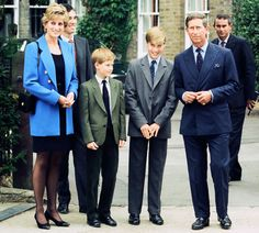 Prince William (third left) poses at a photocall with his mother Diana, Princess of Wales, his brother Prince Harry and father Prince Charles before his first day at Eton College Public School. Princess Diana Death, Princess Diana Family, Princess Of Wales, Prince Philip, Prince Charles, Prince Harry, Diana Son, Lady Diana Spencer, Dodi Al Fayed