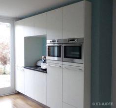 Binnenkijken in ... een woonkamer en keuken in moderne basic stijl in Amersfoort na STIJLIDEE Interieuradvies en Styling via www.stijlidee.nl