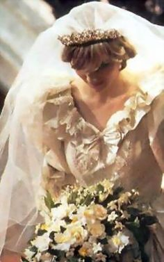July Prince Charles marries Lady Diana Spencer in Saint Paul's Cathedral. Diana Wedding Dress, Princess Diana Wedding, Princess Diana Family, Princess Kate, Princess Of Wales, Real Princess, Royal Wedding 1981, Royal Wedding Gowns, Royal Weddings
