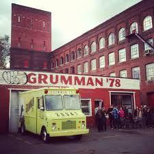 Grumman 78 Truck at their headquarters in St-Henri - Photo Credit: Indigonat Best Food Trucks, Quebec City, Bar, Tour Guide, Calgary, Photo Credit, Vancouver, The Neighbourhood, Photos