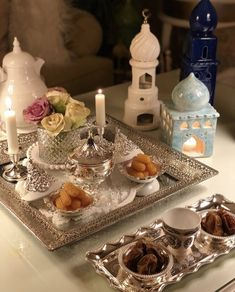 Ramadan is a month that is expected by people belonging to the Muslim community. Ramadan Sweets, Ramadan Gifts, Ramadan Recipes, Ramadan Prayer, Iftar, Decoraciones Ramadan, Arabian Decor, Eid Food, Desserts